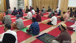 Respons Jemaah soal Salat Jumat 2 Gelombang di Masjid Nurul Islam Koja
