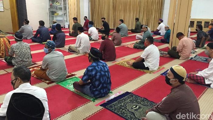 Salat Jumat 2 Gelombang di Masjid Nurul Islam Koja