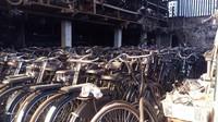 Kemudian, untuk sepeda yang ada boncengannya, harga sewanya Rp 25.000 dan khusus untuk yang touring Rp 100.000 per hari. Pramono baru menuai hasil persewaan sepeda ini 3 tahun belakangan, sisanya Pramono banyak merugi. (Eko Susanto/detikcom)