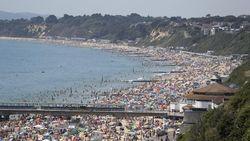 Pemerintah Inggris Terkejut Melihat Ribuan Orang Banjiri Pantai