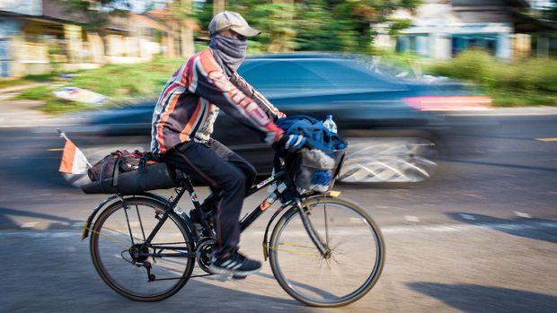 Subiyatno, pesepeda gaek yang gowes keliling Jawa-Bali