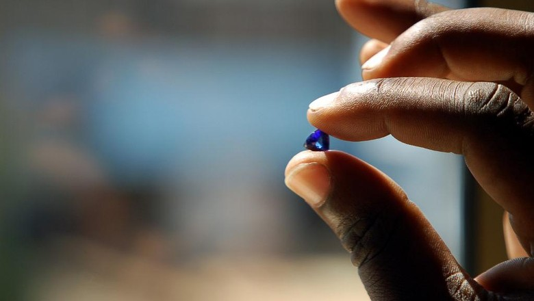 A Tanzanian tanzanite miner holds 09 June 2006 a gem worth locally 200 US dollars outside the Mererani mine, which runs 300 meters into the ground. In the United States, which accounts for 80 percent of the worlds consumption, 400 million dollars (317 million euros) worth of tanzanite jewelry is sold each year. Maasai herders first found the stone in 1967, prompting famed US jeweller Tiffany and Co. to call it