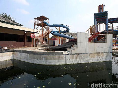 Pandemi COVID-19 membuat sejumlah usaha di Indonesia tak bisa beroperasi. Renang Fun Park Water Adventure di Bogor pun beralihfungi menjadi kolam ikan lele.