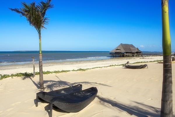 Tanzania juga punya pulau-pulau yang dikelilingi pantai cantik, salah satunya Pulau Mafia. Airnya yang bersih membuatnya menjadi destinasi favorit wisatawan untuk melakukan scuba diving atau snorkeling. Di sana traveler akan menemukan gugusan koral dan ikan-ikan tropis. Tempat ini juga menjadi lokasi budidaya kura-kura hijau yang langka.(Foto: iStock)