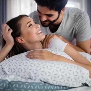 5 Posisi Seks untuk Bantu Pasangan Raih Orgasme