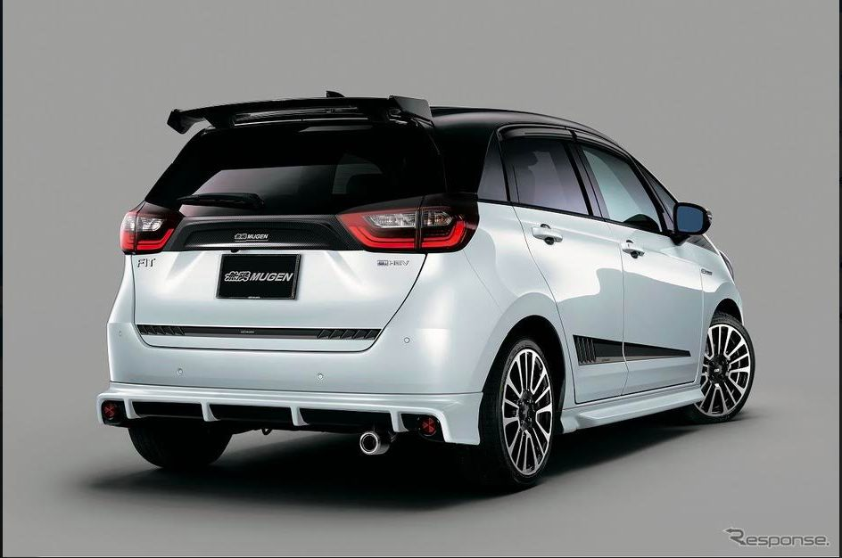 All New Honda Jazz gunakan Spoiler dan knalpot Mugen.