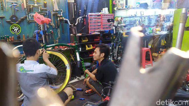bengkel sepeda kebanjiran pasien