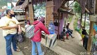 Di masa pandemi Corona seperti sekarang, wisata Cadas Ngampar tetap buka. Pengelola wisata sungai ini menerapkan protokol kesehatan dengan menyediakan tempat cuci tangan. (Dadang Hermansyah/detikcom)