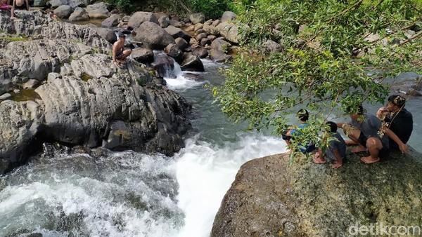 Wisata alam Cadas Ngampar, begitulah nama destinasi ini. Lokasinya ada di Desa Gunungsari, Kecamatan Sadananya, Ciamis. (Dadang Hermansyah/detikcom)