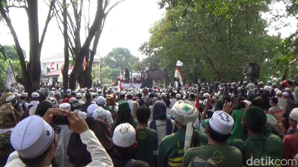 Bakar Bendera Palu Arit, Massa Ormas Islam di Purwakarta Tolak RUU HIP