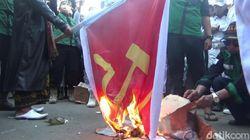Jabar Hari Ini: Geliat New Normal di Bandung-Bendera Palu Arit Dibakar