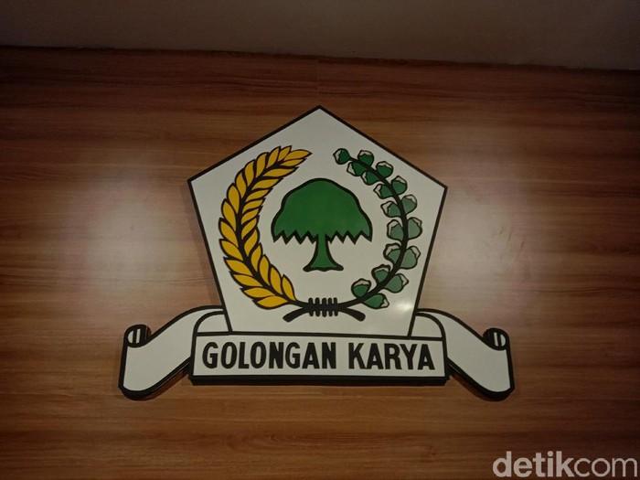 Ketua Umum Partai Golkar, Airlangga Hartarto menyebut Golkar dan Demokrat akan mengusung 33 pasang calon di Pilkada Serentak 2020. Lalu bagaimana di Jawa Timur?