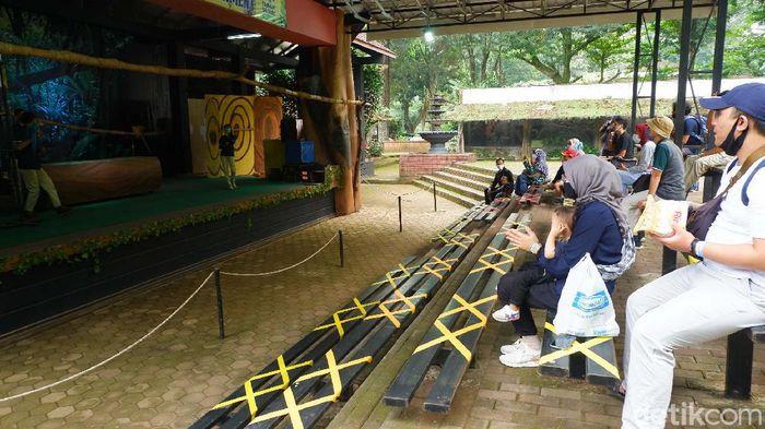 Sejumlah objek wisata di Kota Bandung mulai dibuka di hari pertama adaptasi kebiasaan baru (AKB). Salah satunya adalah Kebun Binatang Bandung.