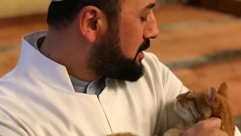 Imam pecinta kucing di Turki.