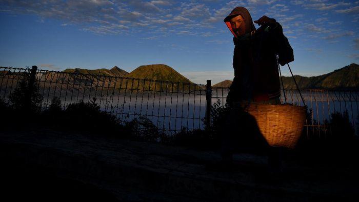 Suasana sepi Gunung Bromo di Probolinggo, Jawa Timur, Sabtu (27/6/2020). Pembukaan kawasan wisata Gunung Bromo di era normal baru ini menunggu rekomendasi Gugus Tugas COVID-19 terkait penerapan protokol kesehatan untuk kawasan wisata.  ANTARA FOTO/Zabur Karuru/hp.