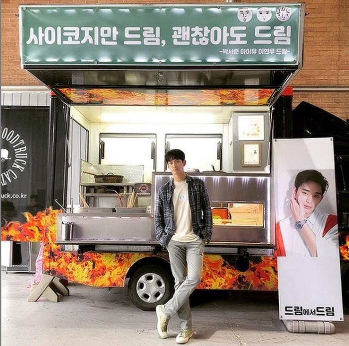 Kim Soo Hyun banjir kiriman food truck