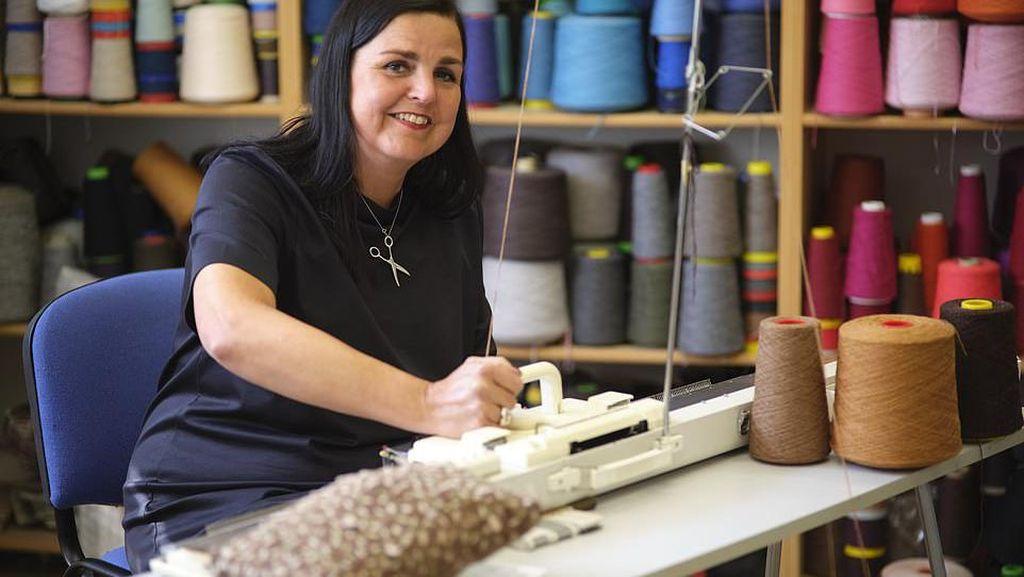Keren! Wanita Ini Punya Toko Kue yang Berisi Makanan dari Rajutan Benang