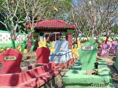 Foto: Makam Warna-warni yang Viral di Madiun
