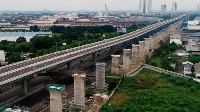 Penasaran pengin lihat sejauh mana proyek kereta cepat Jakarta-Bandung? Lihat di sini ya foto-fotonya.