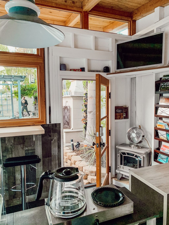 Pria bikin coffee shop sendiri di rumah