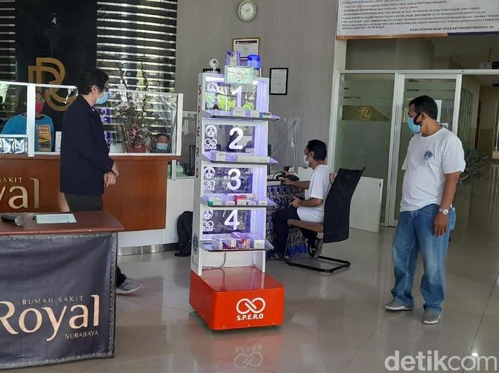 Universitas Katolik (UK) Petra bekerja sama dengan salah satu rumah sakit rujukan COVID-19 di Surabaya, RS Royal. Mereka membuat robot Support for Pandemic and Apidemic Robot (SPERO).