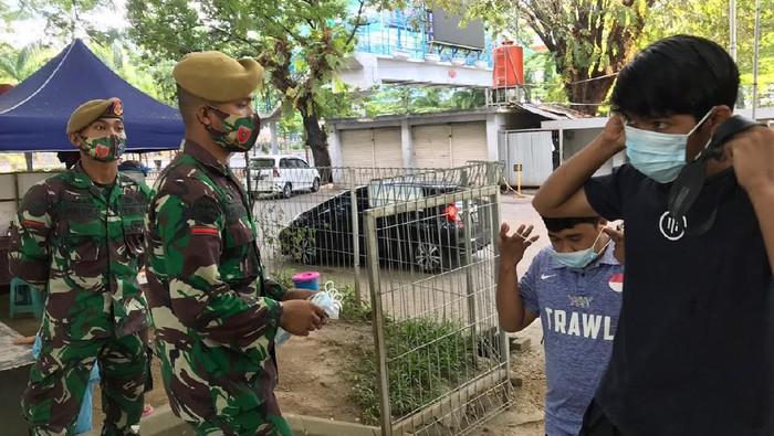 TNI berjaga di Lapangan Karebosi Makassar
