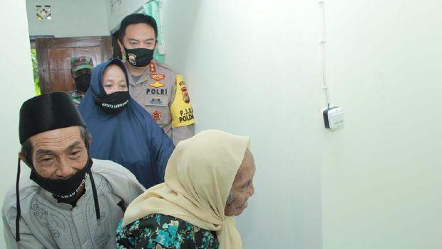 Bantuan untuk Nenek di Lombok Utara