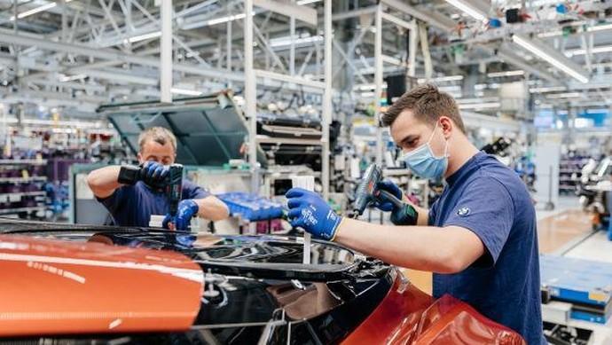 BMW i8 selesai diproduksi