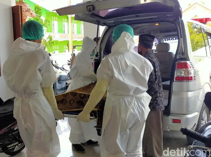 Kematian S (63) warga Kecamatan Sempu diduga karena penyakit jantung. Namun sebelumnya, pria itu sempat diduga menjadi korban pembunuhan sang istri.