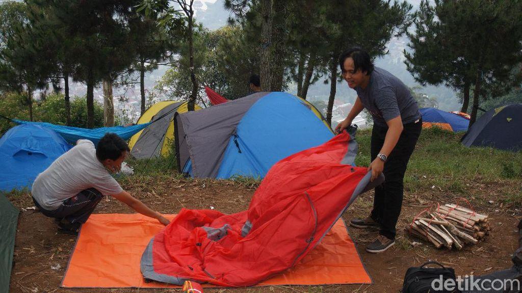 Camping Ground di Lembang Kembali Ramai Pengunjung
