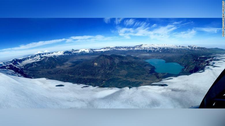 Gunung Okmok dan inti es