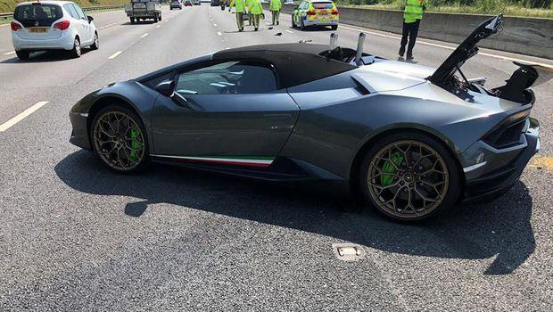 Kecelakaan Lamborghini Huracan Performante di Inggris