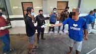 Warga Tak Bermasker di Surabaya Dihukum Antar Makanan ke ODGJ dan PMKS