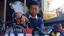 Pemuda di Jombang Raup Omzet Jutaan Rupiah Olah Sampah Kartu Seluler