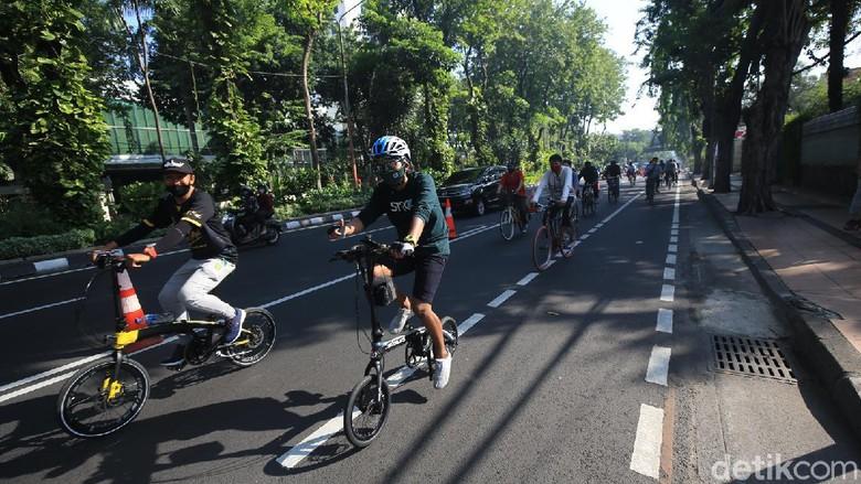 Warga Surabaya yang bersepeda makin ramai di jalan raya. Polisi akan patroli dengan ngontel atau bersepeda juga.
