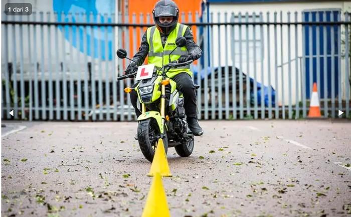Uji test pengambilan SIM motor di Inggris