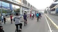 CFD di Jalan Pemuda Jaktim Dibuka, Anak-anak hingga Orang Dewasa Berolahraga