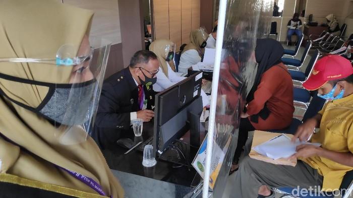 Ajuan gugatan cerai di Pengadilan Agama Kabupaten Maros, Sulawesi Selatan (Sulsel) melonjak tajam di bulan Juni ini.