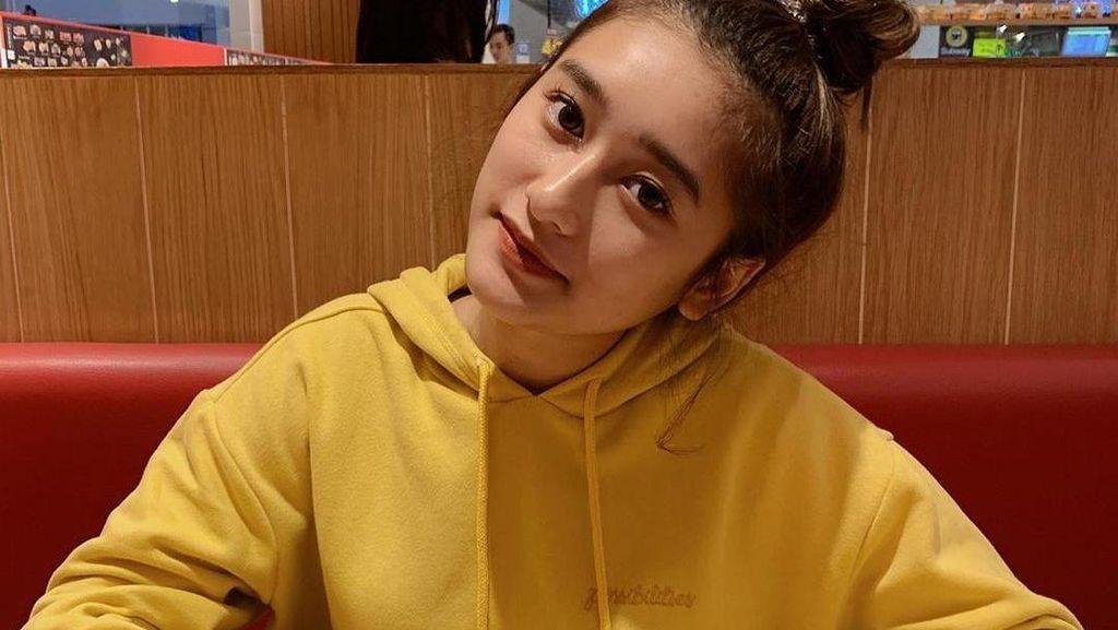 8 Gaya Amanda Caesa, Anak Parto yang Kecantikannya Dipuji Maia Estianty