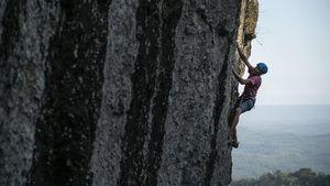 Berlatih Panjat Tebing di Gunung Api Purba
