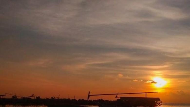 Cantiknya Sunset di Dermaga Bom Kalianda