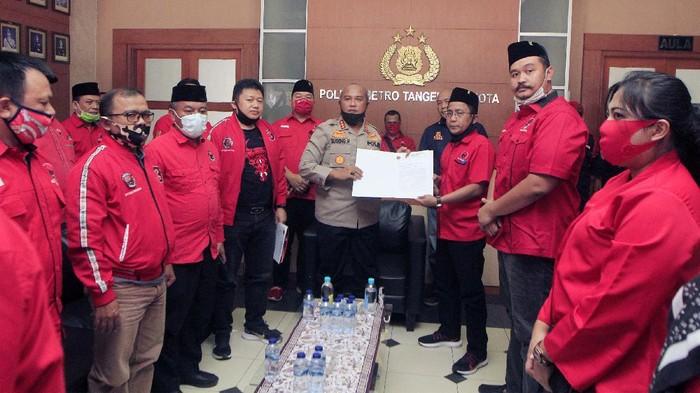 DPC PDI Perjuangan se-Tangerang Raya memberikan keterangan pers. Mereka mendukung kepolisian mengungkap kasus pembakaran bendera PDIP.