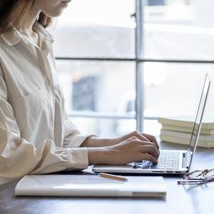 Lowongan Pekerjaan Viral, Kriteria & Gaji yang Ditawarkan Bikin Netizen Geram