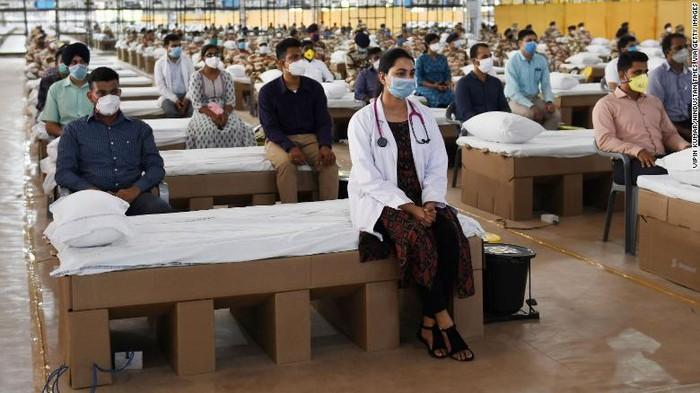 India membuka rumah sakit terbesar di dunia untuk hadapi wabah COVID-19.