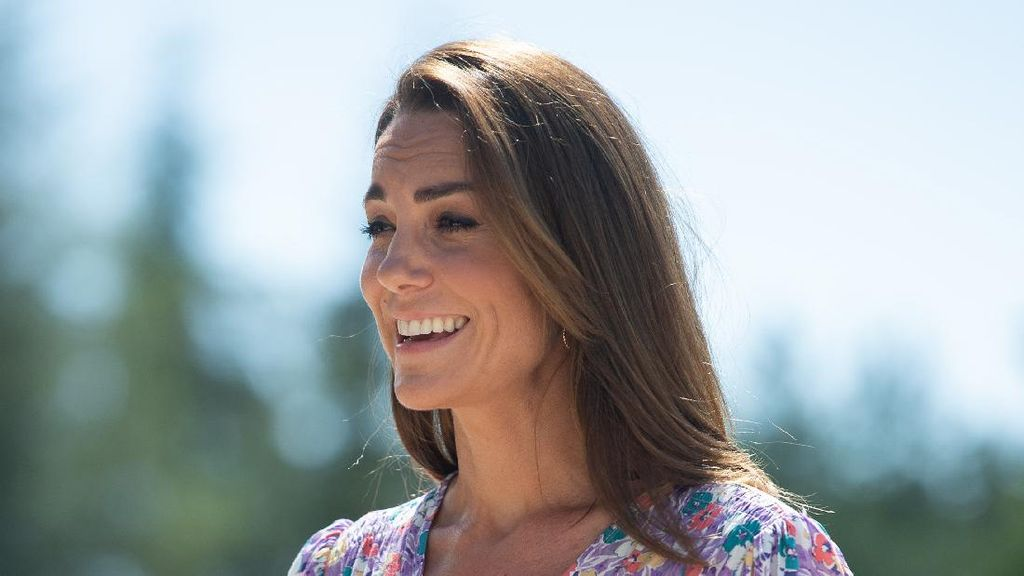 Cantiknya Kate Middleton Pakai Baju Buatan Label Asal Bali