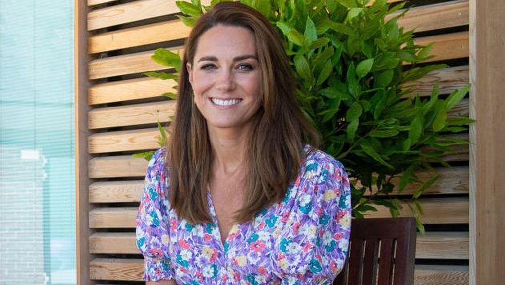 Foto: Pesona Kate Middleton Pakai Baju Buatan Label Asal Bali