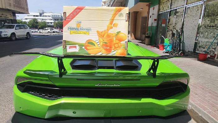 Lamborghini angkut mangga di Dubai