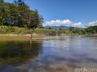 Sungai di Lembah Baliem menjadi salah satu transportasi warga Suku Dani. (Hari Suroto/Istimewa)