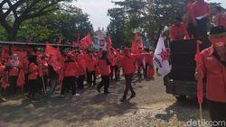 PDIP Tangsel Long March ke Polres, Minta Polisi Usut Pembakar Bendera Partai
