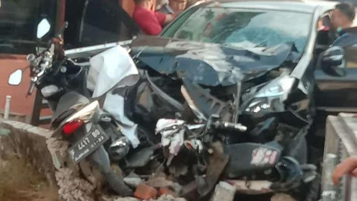 Minibus seruduk lima motor di Bogor, enam orang luka-luka